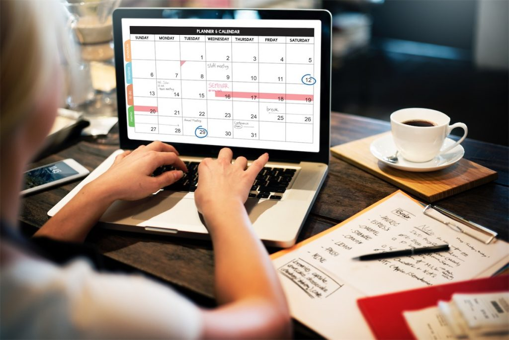 An editor planning on her content calendar to avoid making content marketing mistakes